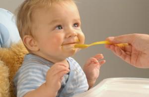 Ребенок при потнице вполне здоров, но обратится к врачу все же нужно