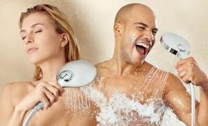 Контрастный душ по паре раз в день поможет справится с проблемой