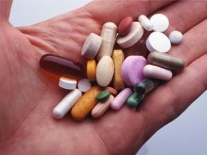 Потоотделение лечат таблетки, однако без помощи медиков тут не обойтись