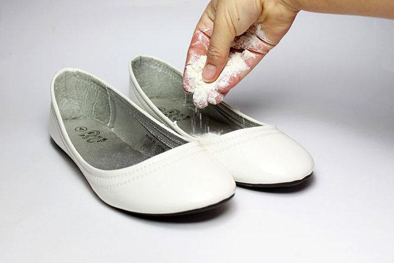 Как избавится от запаха обуви в домашних условиях быстро