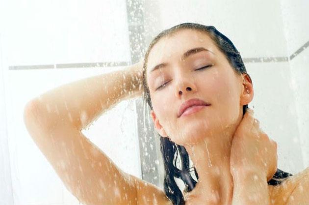Как избавиться от въевшегося запаха пота на одежде без стирки 51